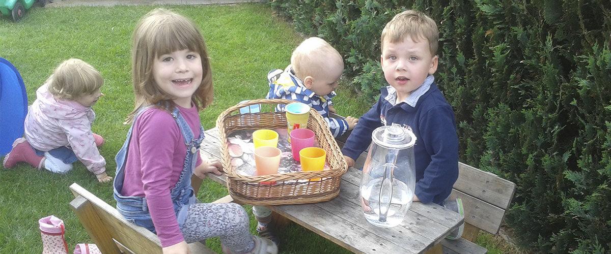 Die Kinder können jederzeit etwas trinken.